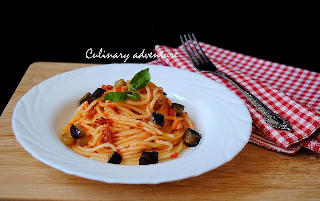 Спагети с патладжан бекон и доматен сос / Pasta con melanzane e pancetta