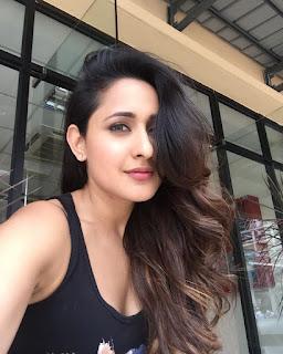Pragya Jaiswal cute Selfie Pics