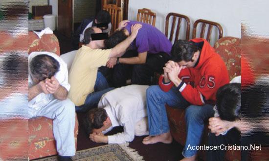 Cristianos en casa iglesia en Irán