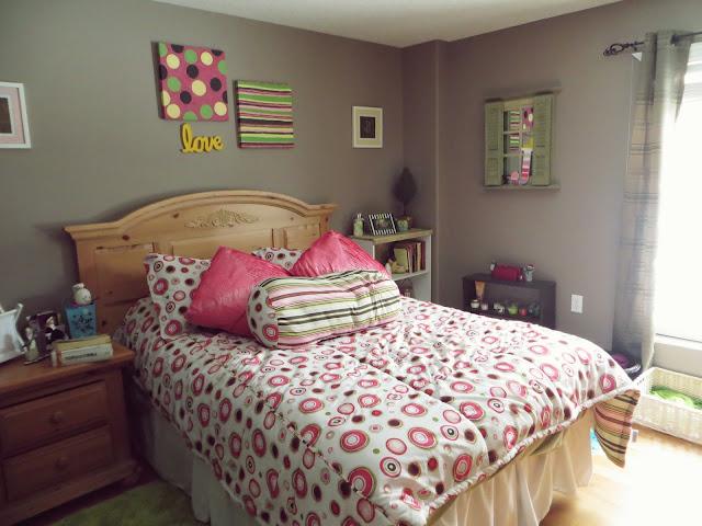 Kamar Tidur Sederhana Remaja Putri