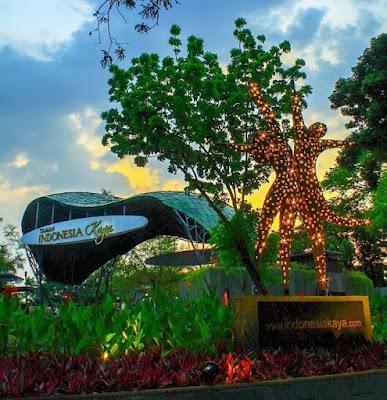 Keindahan Taman Indonesia Kaya di Semarang
