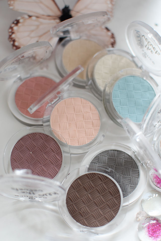 die Nuancen der essence the velvets eyeshadows