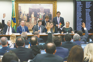 comissao-especial-aprova-reforma-trabalhista-texto-vai-ao-plenario