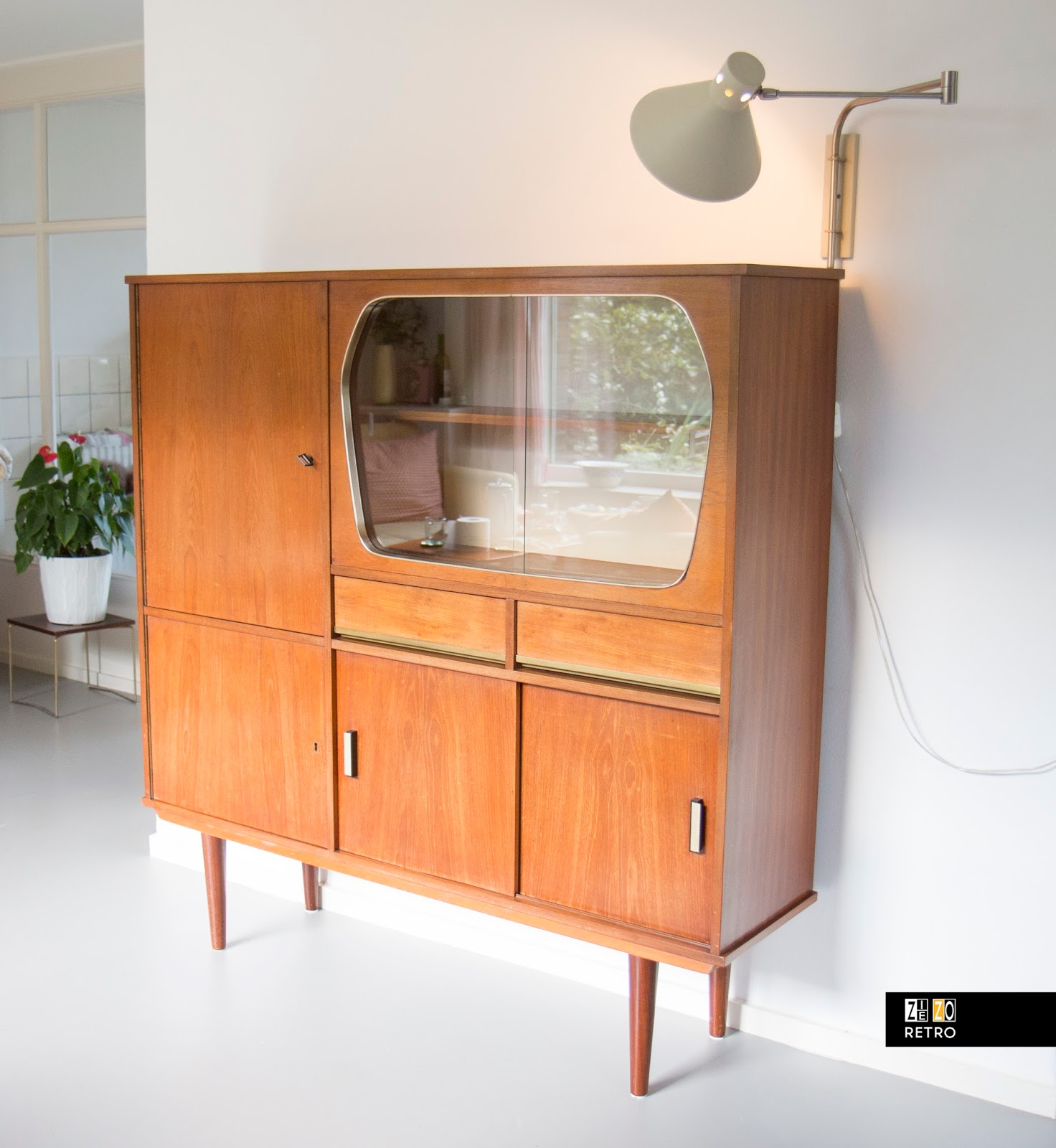 Buffetkast met vitrine uit de jaren 39 60 for Jaren 50 60 meubels