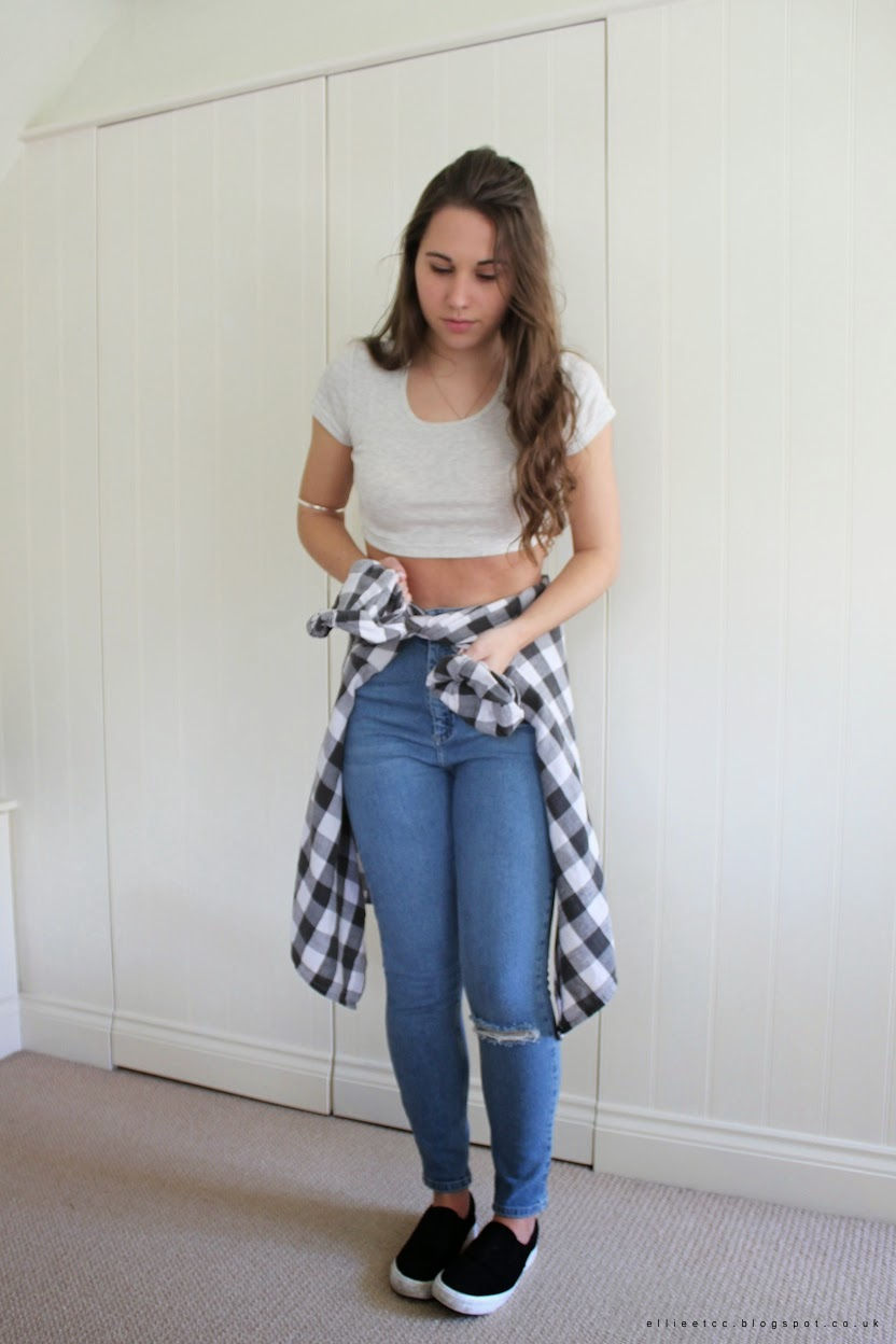 ASOS, crop top, jeans, Mom jeans, monochrome, New Look, OOTD, outfit, ripped knee, slip on trainers, sunglasses, topshop, vintage, fashion, style,