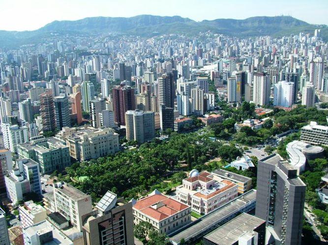 Os governos de várias metrópoles mundiais vêm estabelecendo medidas de  planejamento para um adensamento urbano que respeite o meio ambiente ... 330d576b3434