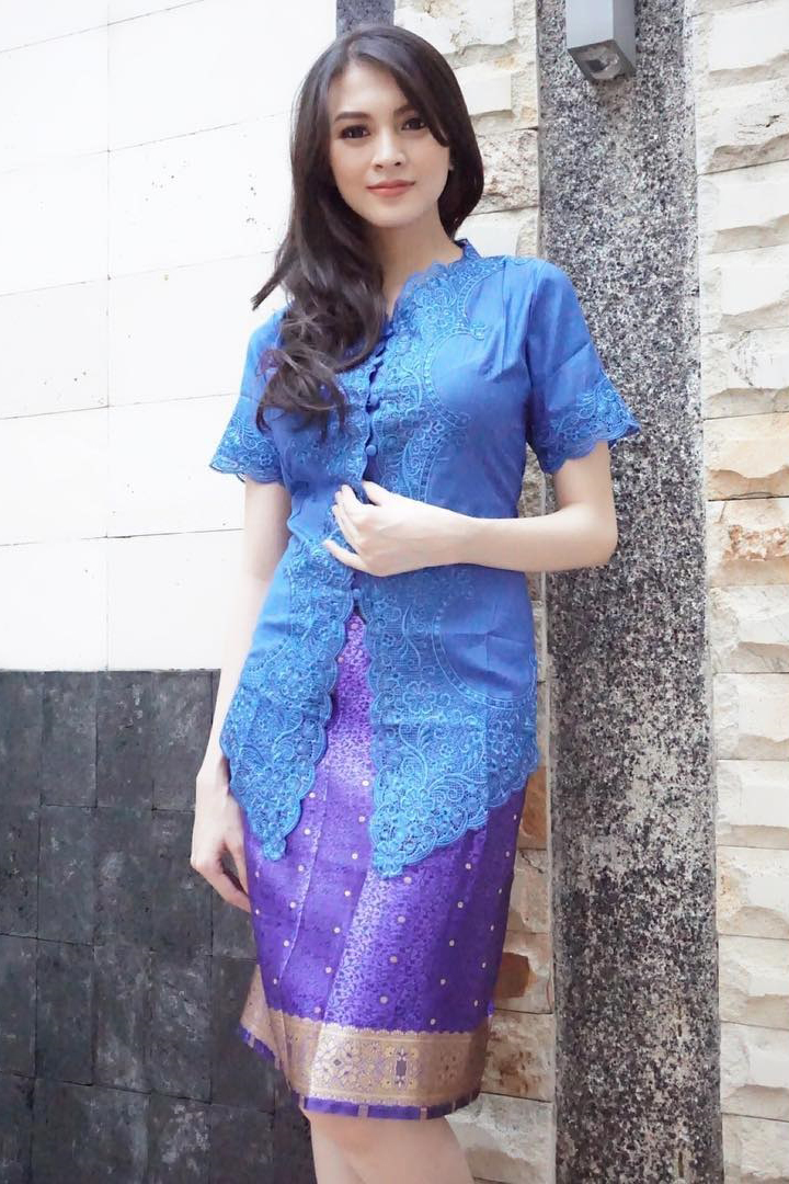 Donita Artis FTV Manis Rambut Hitam Panjang Baju Ketat