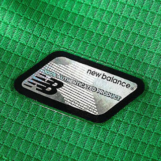 Detail Logo New Balance Jersey celtic away musim 2015/2016