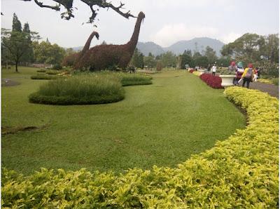 dinosaurus Taman Bunga Nusantara