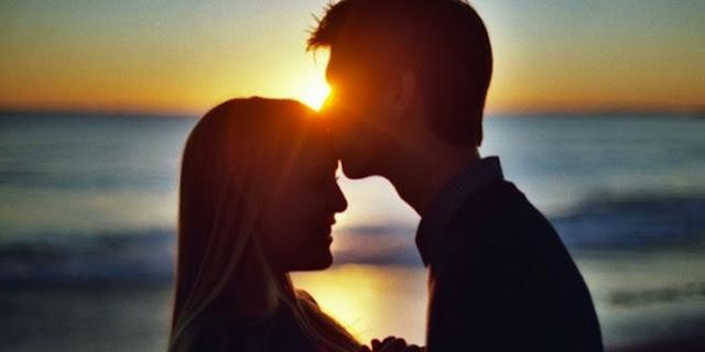 10 Tanda Anda Benar-benar Sedang Jatuh Cinta
