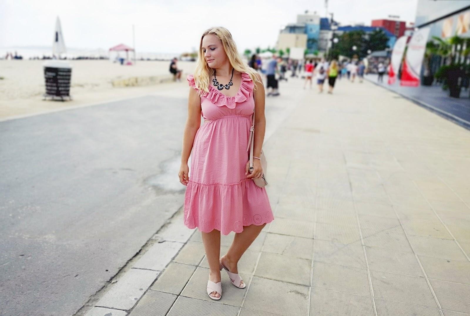 Sukienka NA-KD w stylizacji