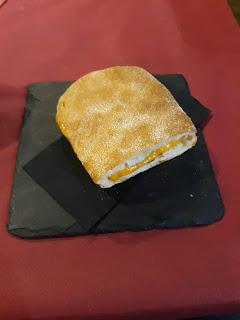 Bocadillo con mucho queso Chedar