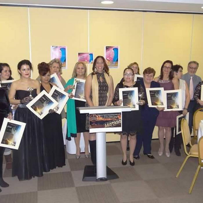 Resultado de imagen de entrega de mujer alada en el I encuentro internacional mpi-madrid