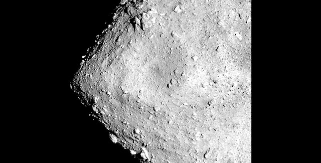 Boulders dot the surface of Ryugu in an image captured by Hayabusa 2 from about 6 kilometers above the asteroid.(Provided by the Japan Aerospace Exploration Agency and the University of Tokyo)