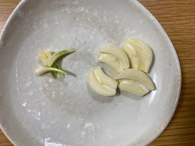 にんにくの芽とにんにく
