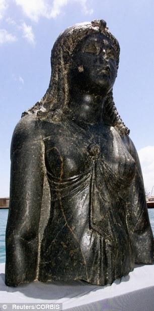 Patung Isis, dewi bangsa Mesir