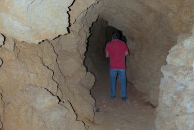 Τούνελ και στοές κάτω από το Λόφο Καστελίου