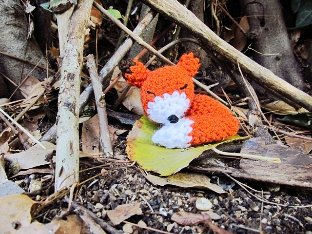 http://www.littlethingsblogged.com/2013/11/amigurumi-sleepy-fox_27.html?m=1