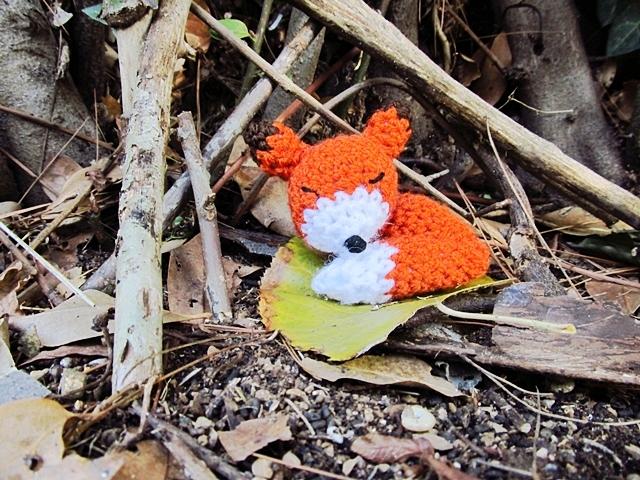 http://www.littlethingsblogged.com/2013/11/amigurumi-sleepy-fox_27.html?m=1