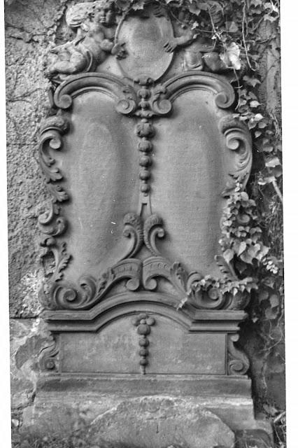 Gedenkstein an der Gundorfer Kirche (?) - ca. 1930-1940