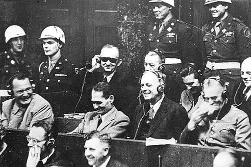 Нюрнбергский процесс - все засмеялись
