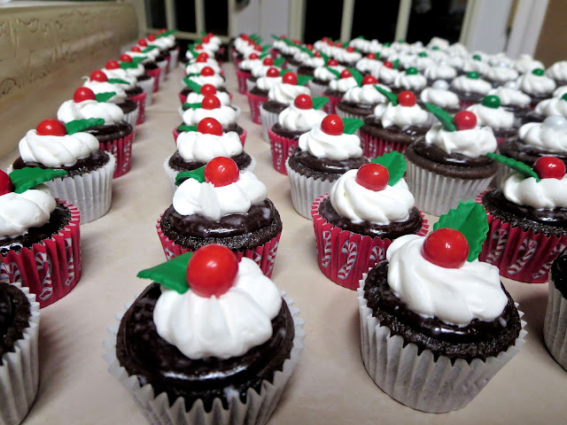 Christmas Chocolate and Peppermint Mini Cupcakes 2
