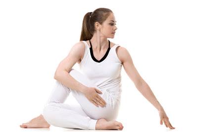 Tư thế Yoga ngồi vặn hông
