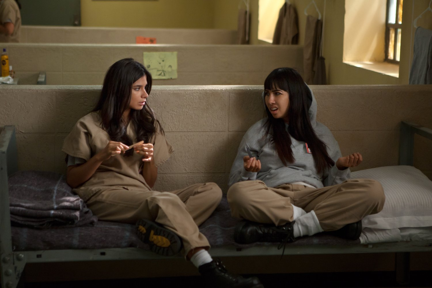 Flaca y Marizza compartiendo confesiones en Orange is the New Black