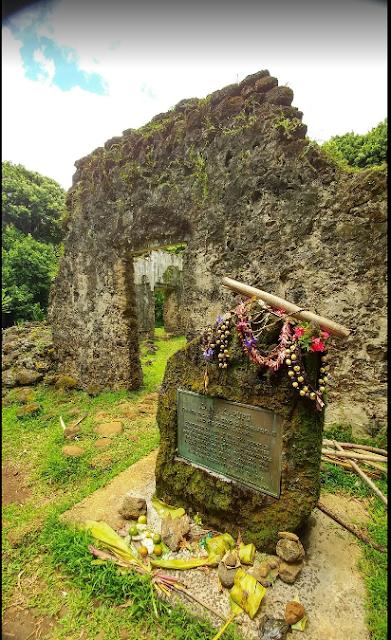 Hiking to The Kaniakapupu Ruins