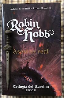 Portada del libro Asesino real, de Robin Hobb