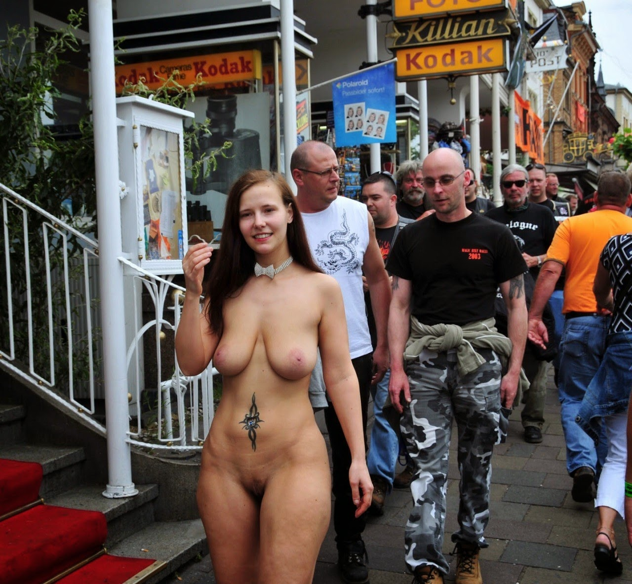 hot-nude-bitches-in-public