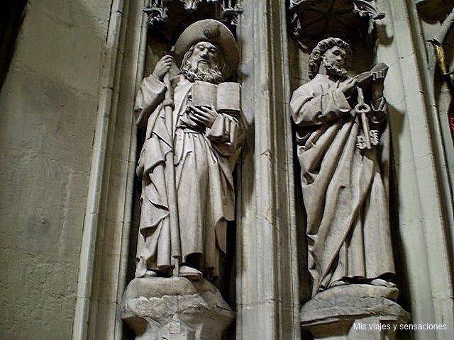 Figuras Parteluz Catedral de San Salvador, Oviedo, Asturias