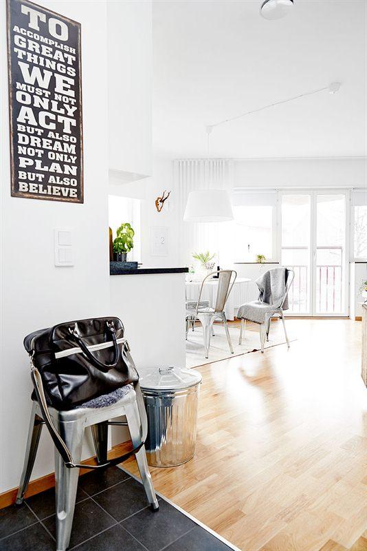 piso estilo nórdico en blanco y gris
