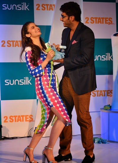 Arjun Kapoor and Alia Bhatt at 2 States promotion in Sunsilk event