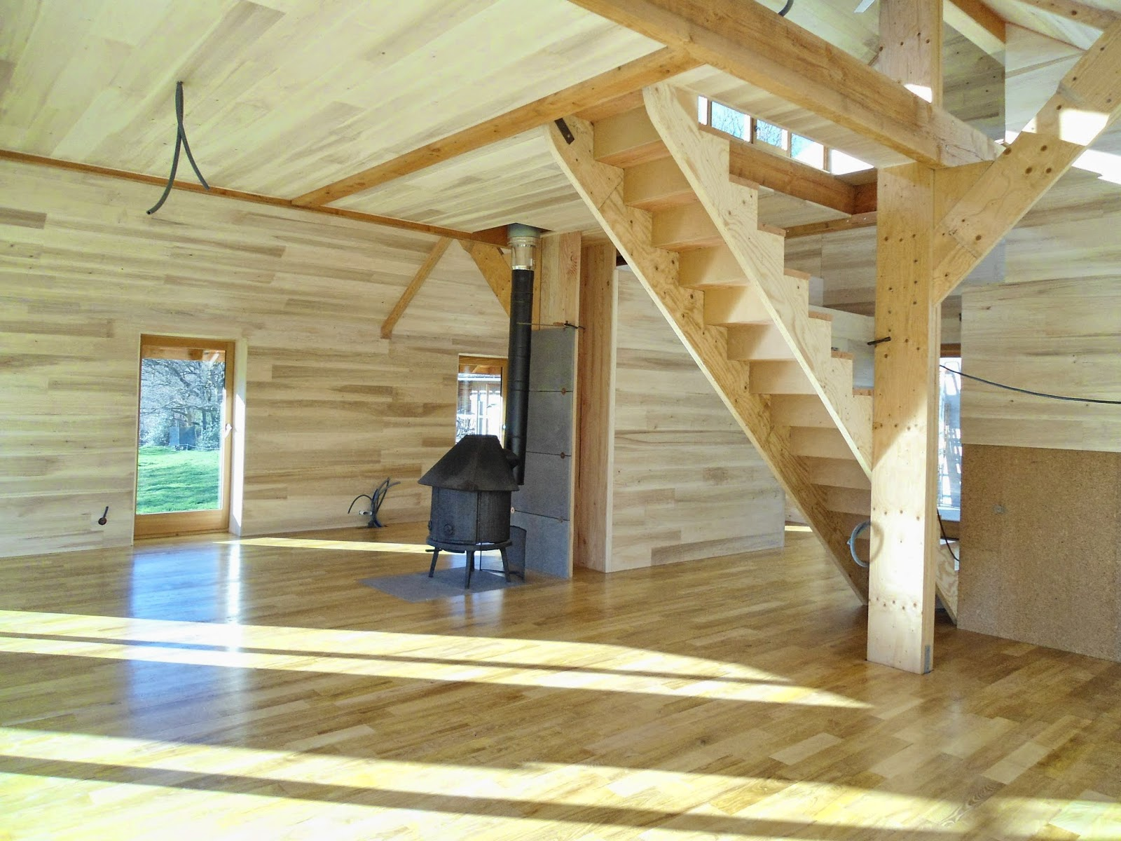 construire une petite maison en bois free cuest de construire le vtre laurent chauvin with. Black Bedroom Furniture Sets. Home Design Ideas