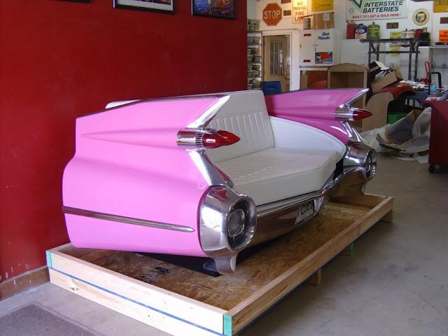 Kursi berbentuk mobil