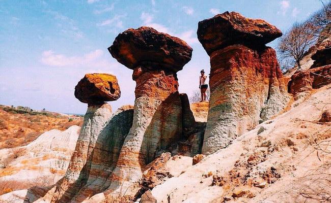Xvlor Kelebba Maja is ornate gradation-colored cliff to worship the Madja god