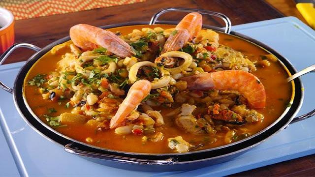 Receita de feijoada de frutos do mar (Imagem: Reprodução/release.foodnetwork)