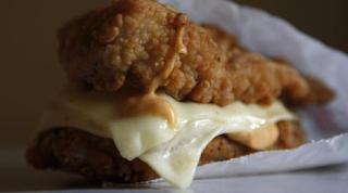 Έφαγε σάντουιτς από γνωστή αλυσίδα και πέθανε! Τι καταθέτει ο πατέρας της άτυχης 15χρονης