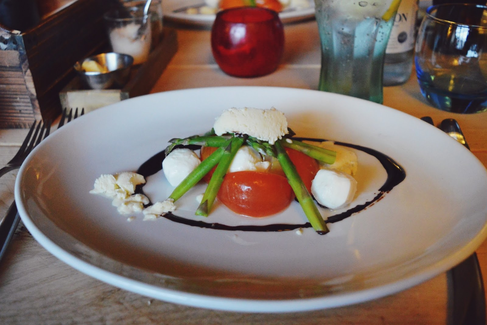 The Three Cups Stockbridge review, food bloggers, FashionFake, goats cheese salad