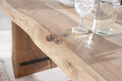 jedalensky stôl z masivneho dreva