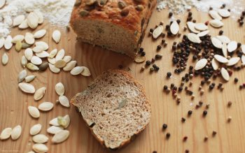 Wallpaper: Bread with seeds
