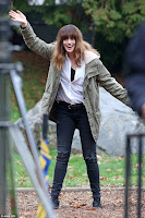 Colossal (2017) Anne Hathaway Set Photo 3 (6)