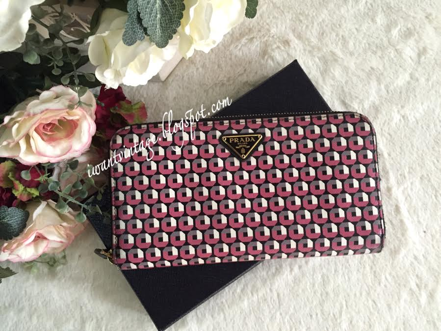 6eba8f1ecb33 I Want Vintage | Vintage Designer Handbags: Prada Saffiano Print Zip ...