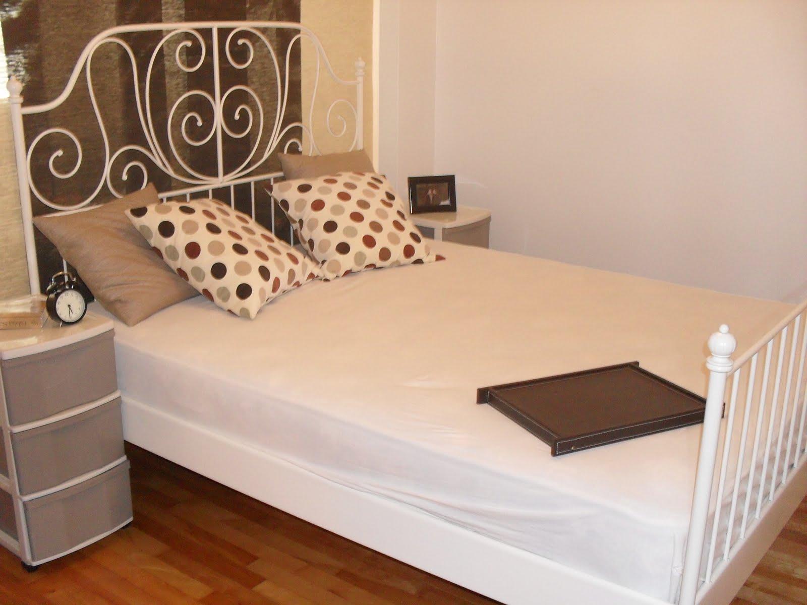 chez sinara lit queen en metal blanc. Black Bedroom Furniture Sets. Home Design Ideas