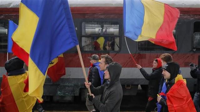 Romanians protest corruption after parliament passes contentious law