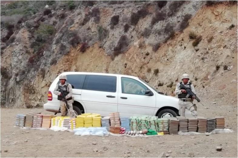 Dejan camioneta con 450 kilos de cristal, opio, cocaína y fentanilo en Ensenada