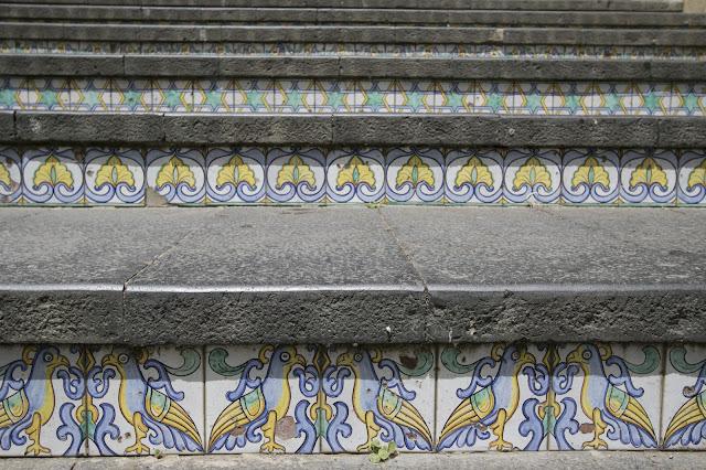 Dettaglio delle ceramiche della scalinata-Caltagirone
