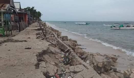Angin Kencang dan Gelombang Pasang Rusak Rumah ,Dan ,Tanggul di Pulau Rajuni Dan Jinato