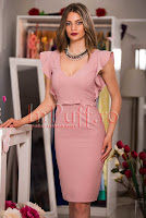 Rochie midi roz-pudra cu maneca volanase